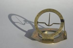 Equinoctial (equatorial) sundial
